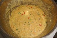 Falls der Couscous zu fest ist, etwas Flüssigkeit nachgießen. Ist er zu flüssig, ihn weiter köcheln lassen.