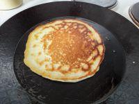 Testweise habe ich einen dicken Pfannkuchen ausprobiert. Hat mich nicht so überzeugt, dass sollte man besser Pancakes überlassen.