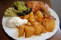 Hähnchenschenkel mit Kartoffelspalten