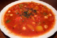 Würzige Tomatensuppe mit Kichererbsen