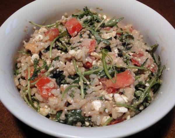 Reis-Hüttenkäse-Rucola-Salat