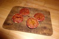 Halbierte Feigen mit der Oberseite im Ofen backen.