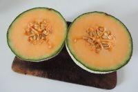 Das Rezept funktioniert mit jeder Melonenart. Hier: Cantaloupe-Melone.