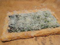 Abschließend mit frisch geriebenen Parmesan bestreuen.