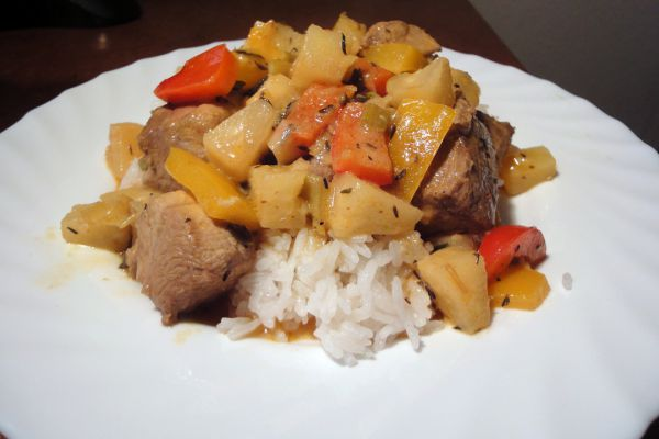 Schwein-Ananas-Paprika-Wok
