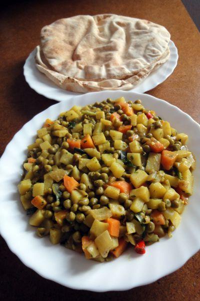 Kartoffel-Erbsen-Möhren-Curry